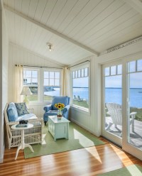 Small Beach Cottage with Inspiring Coastal Interiors ...