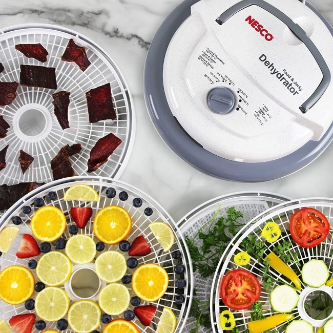features of the dehydrator