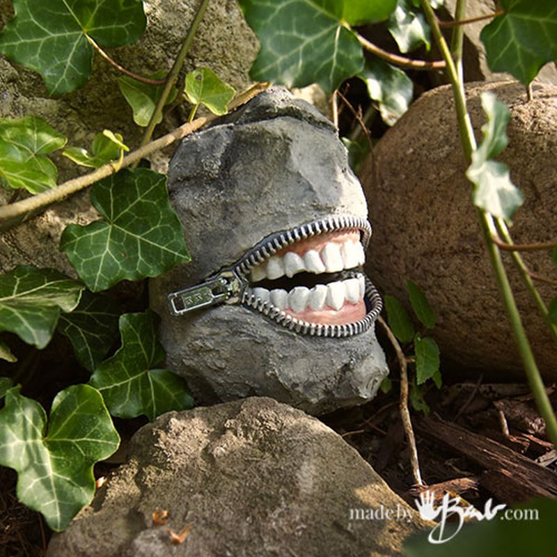 25 Diy Outdoor Halloween Decorations You Can Make At Home Easily