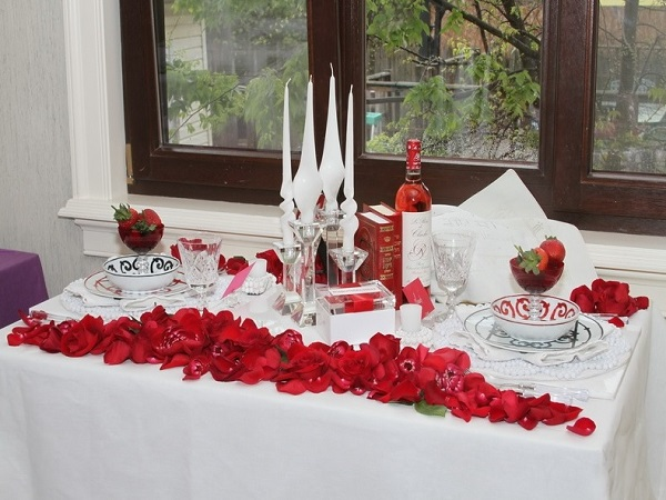 Best Romantic Table Decor Ideas For Valentines Day Home