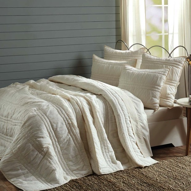 pearl-white-quilt-set