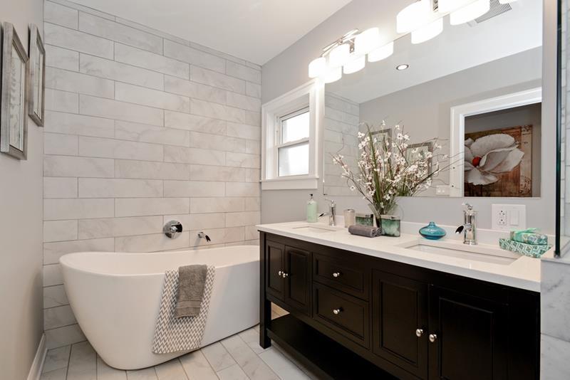 23 Marble Master Bathroom Designs