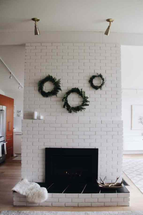 Fresh Simple Holiday Wreaths on Modern Mantle | Home for the Harvest