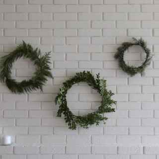 How to Make Simple Christmas Wreaths   Home for the Harvest