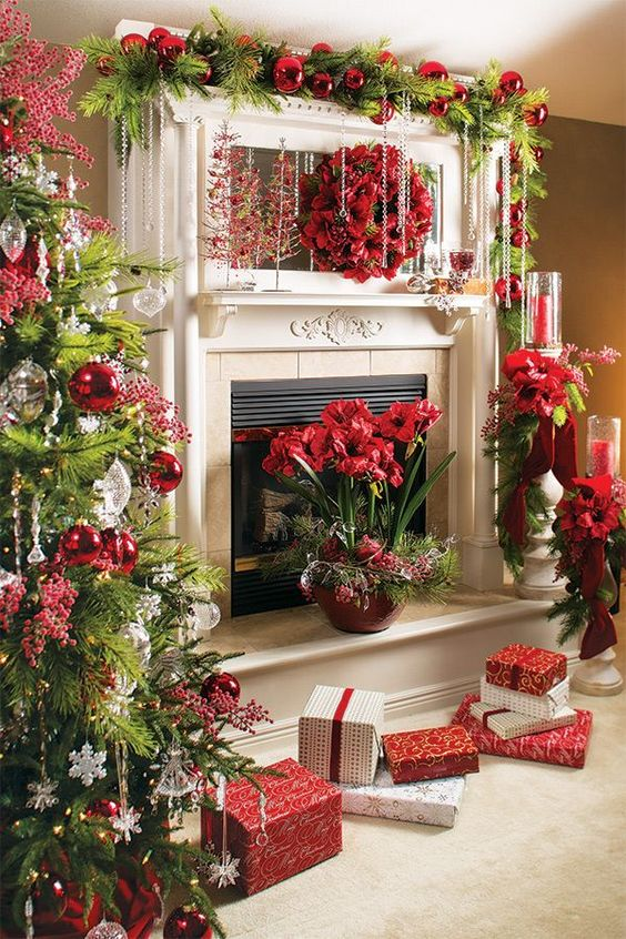 the traditional holiday fireplace mantel decorating idea