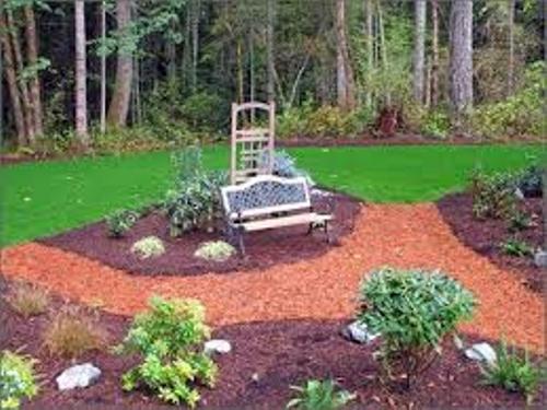 decorate garden with mulch