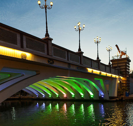 Like many other bridges, this one is made from precast open spandrel concrete arches.