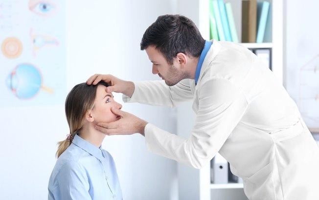 sinais de que você precisa ir ao oftalmologista