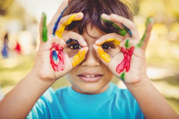 Crianças podem usar lentes de contato?