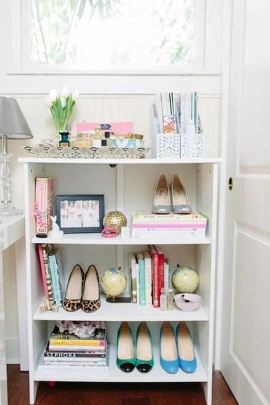 une idee de rangement pour les chaussures egalement tres decorative melangez les chaussures objets