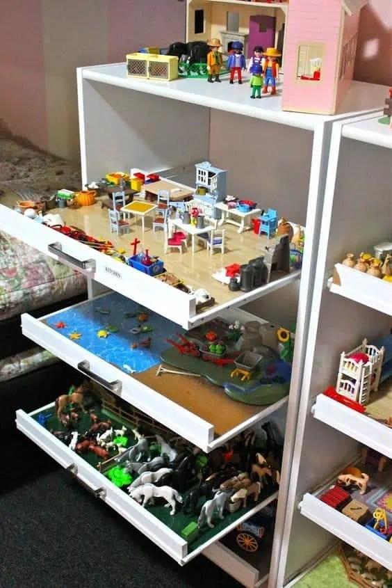 meuble ouvert avec tiroirs coulissants pour ranger les jouets