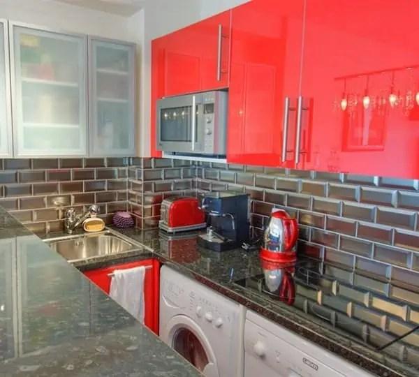 Modele credence cuisine jaune les niches soulignent de for Quel prix pour une cuisine