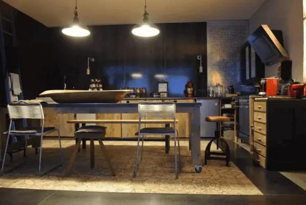 table de cuisine rouge