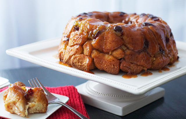 Cranberry Caramel Apple Pull-Apart Bread