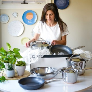 Many thanks to Analon for providing the majority of the cookware featured in this story.