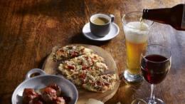 size_810_16_9_menu-evening-da-starbucks-que-conta-com-pequenos-pratos-e-bebidas-alcoolicas