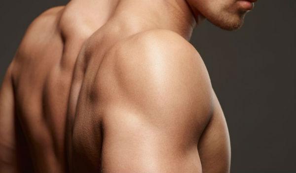 Homem No Espelho - Pelos corporais onde aparar e onde deixar - Depilação masculina - Ombros
