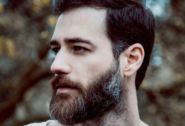 Favoritos Deu branco: como lidar com cabelos grisalhos precoces - Homem no  FR37