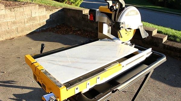 the dewalt wet tile saw it can cut