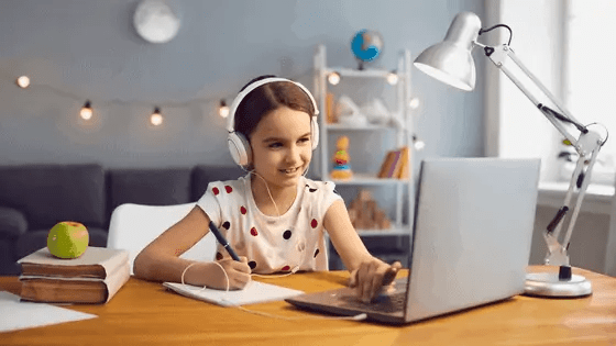 Live online classes with outschool homeschool