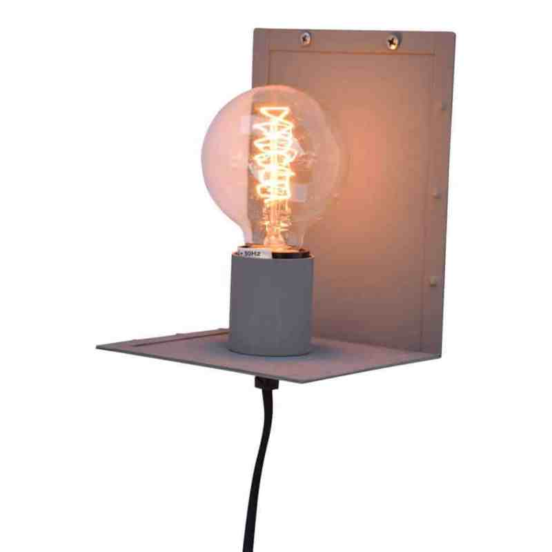Industriele wandlamp met stoere kooldraadlamp | Urban Interiors Hook wandlamp | www.homeseeds.nl