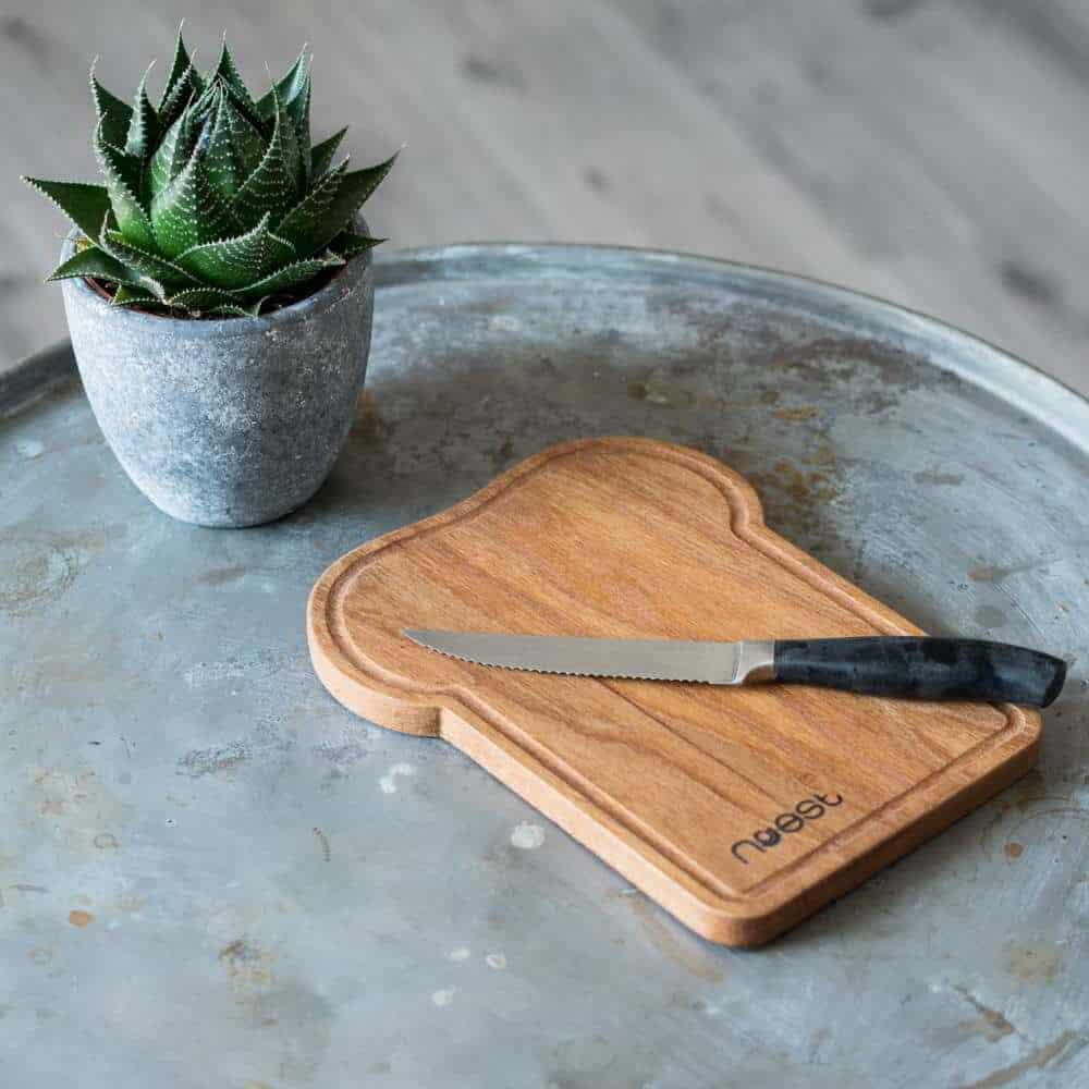 houten snijplank Hap!|Mooie broodplank van Utrechts Stadshout handgemaakt in een Utrechtse werkplaats | Gekapte bomen krijgen een tweede leven bij Noest |www.homeseeds.nl