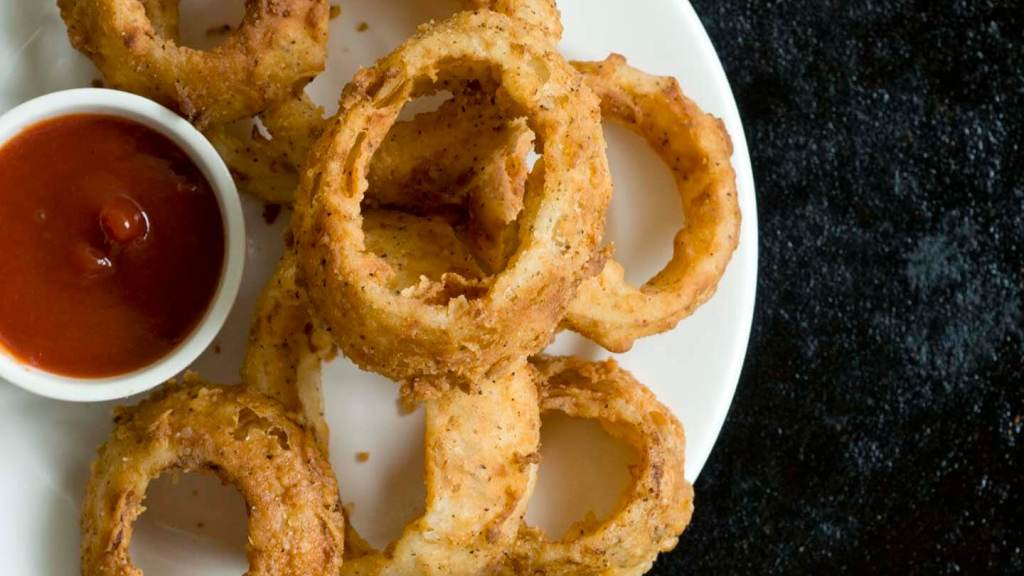 Spicy buttermilk onion rings | Homesick Texan