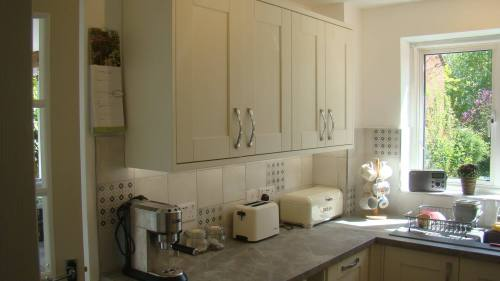 Howdens tradesperson kitchen fitter
