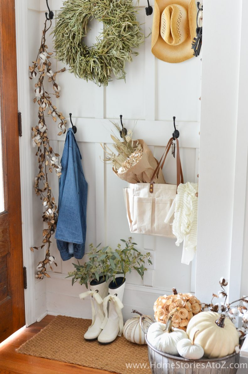 These diy fall crafts include jewelry, wreaths, and more. DIY Home Decor: Fall Home Tour
