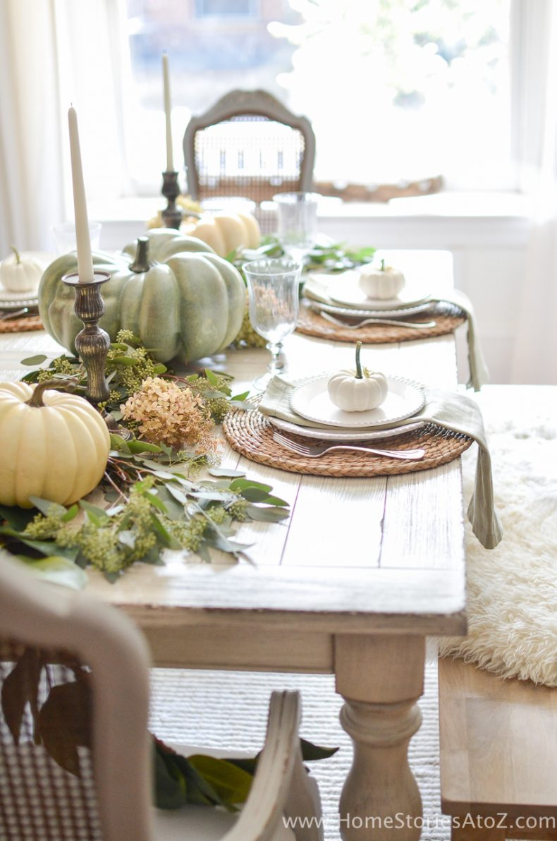 Decorating a small home might seem like a bit of a challenge at first. DIY Home Decor: Fall Home Tour