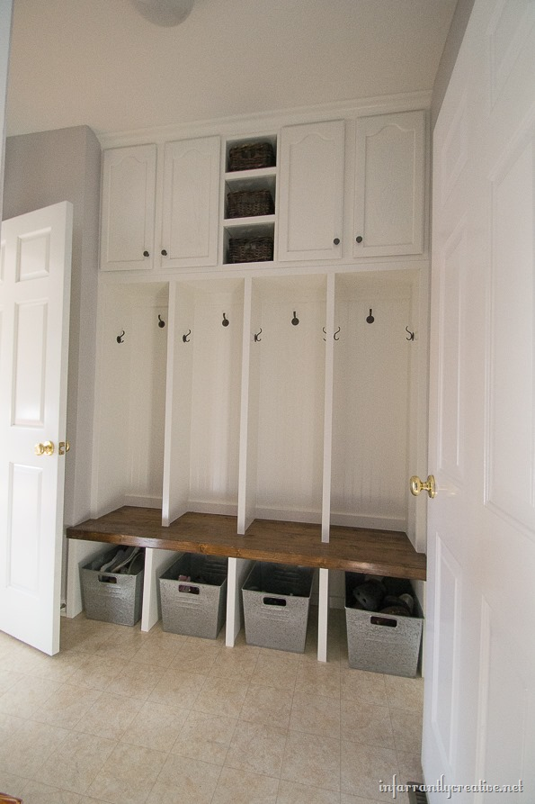 25 Reallife Mudroom and Entryway Decorating Ideas by