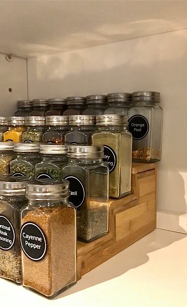 how to organize spice cabinets with
