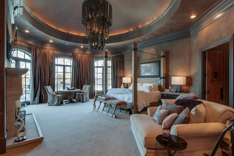 hotel rooms with kitchens kitchen layout planner kelly clarkson's home in tennessee that she's selling for ...