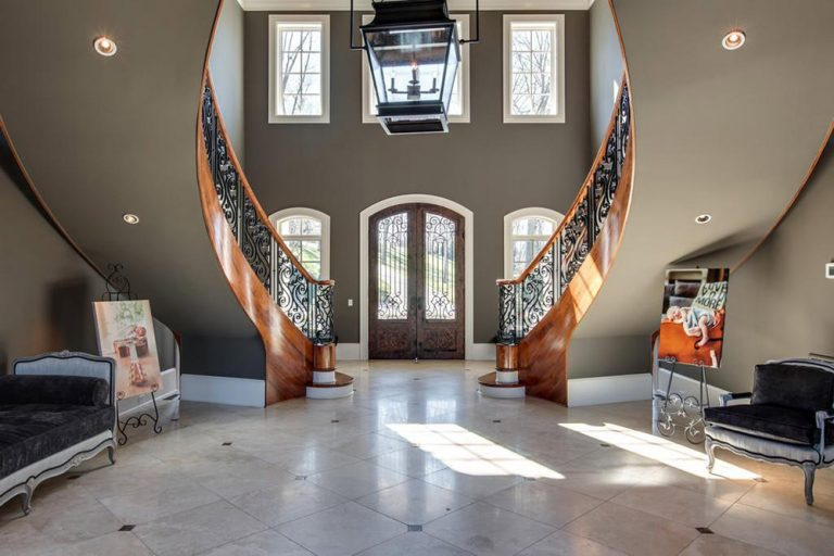 Kelly Clarksons Home in Tennessee that Shes Selling for