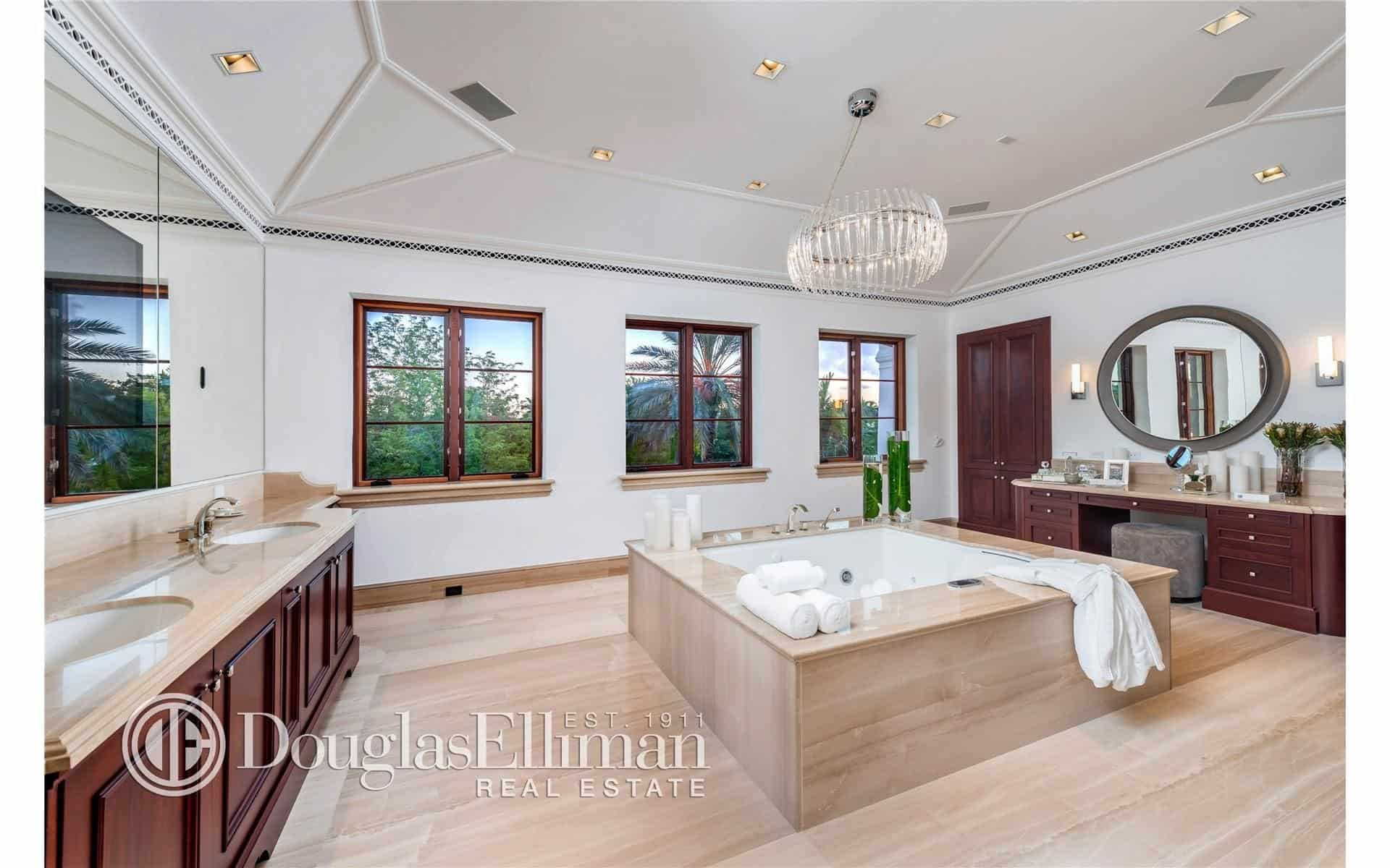 80 Master Bathrooms with Chandelier Lighting Photos