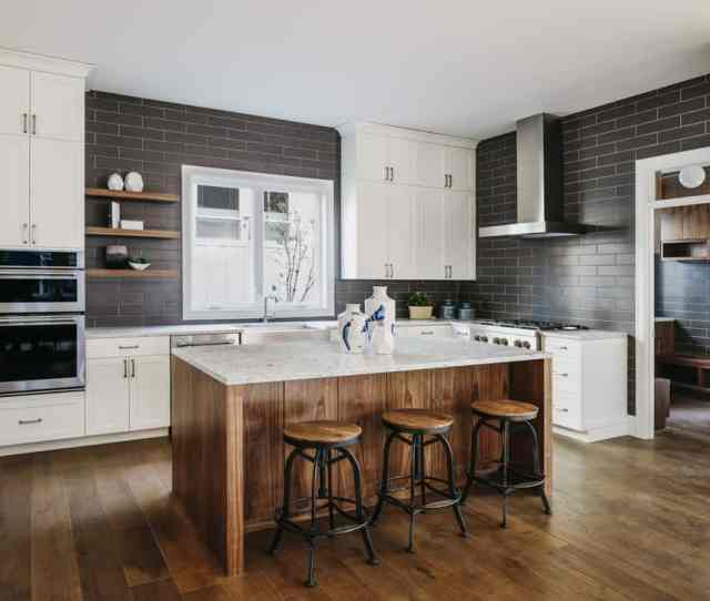 Stylish Kitchen Design With Dark Walls And White Cabinets I Love This Contrasting Color Scheme