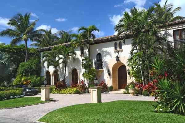 houses with stucco exteriors
