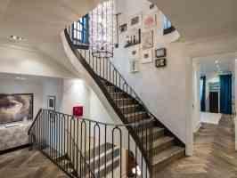 19 Staircase Wall Art Ideas