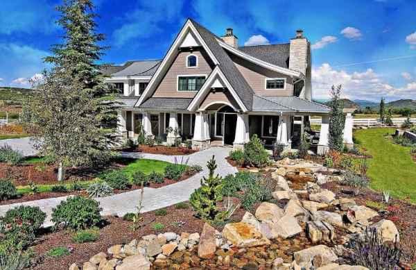 craftsman house landscaping