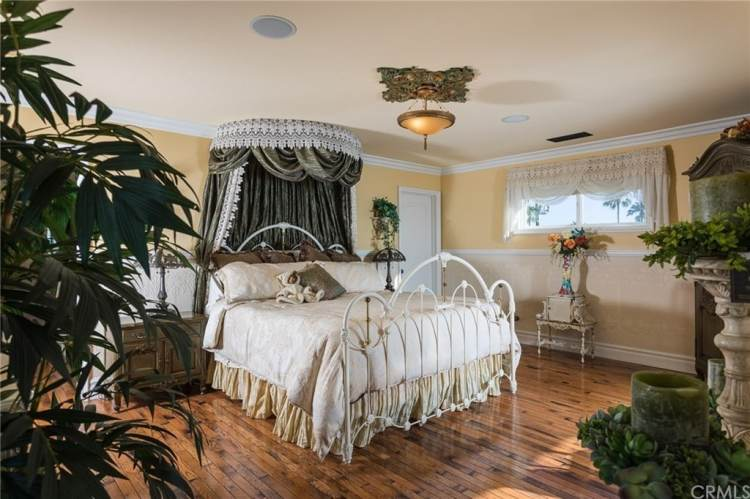 45 Victorian Style Primary Bedroom Ideas Photos