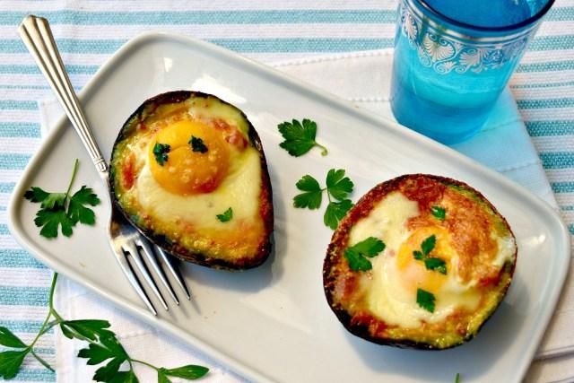 Avocado al forno con le uova