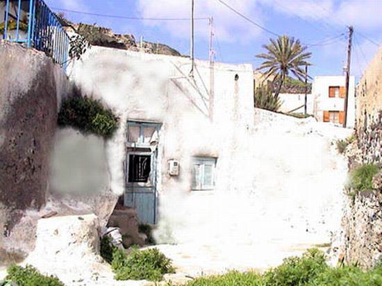 vourvoulos cave house