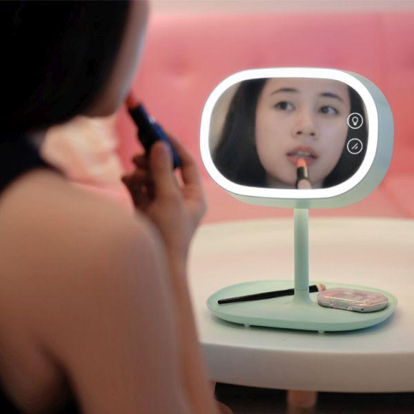 Makeup mirror by MUID team (1)