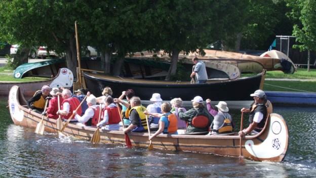 irish-visitors-canoe-web