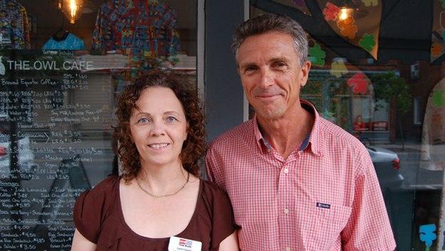 Real estate agent Lynn Vardy (left) and FCSLLG volunteer coordinator Steve Orr.