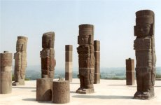 Atlantes del Templo de Tlahuizcalpantecuhtli, Tula