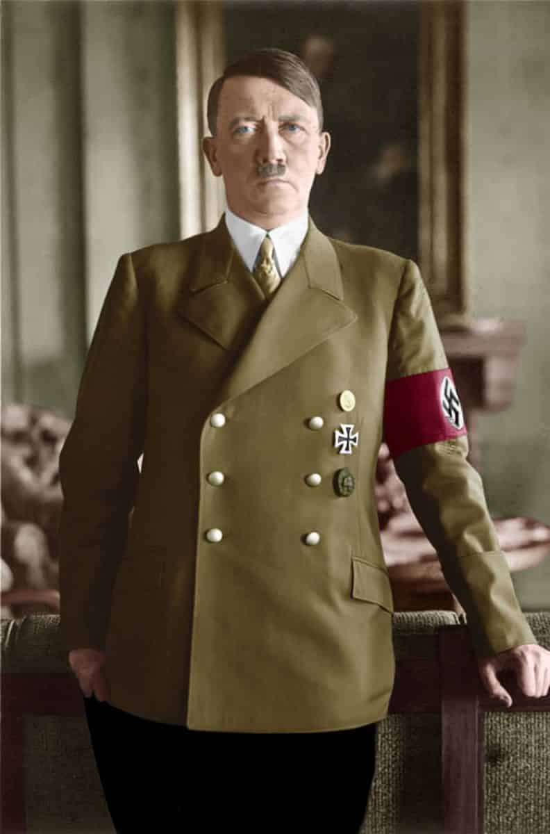 Hitler-romance-travesti