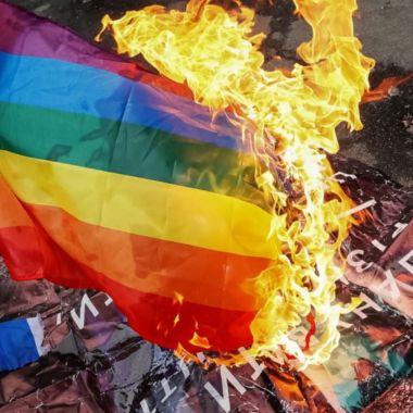 carcel quemar bandera LGBT