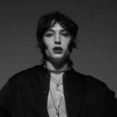 Ezra Miller modelo fotos