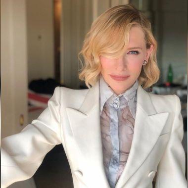 celebridades mujeres traje